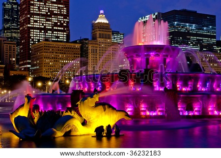 buckingham fountain chicago at night skyline purple