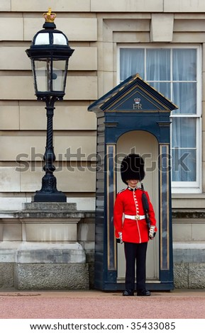 BUCKINGHAM PALACE GUARD - APRIL 27: Guard stands in front of Palace April 27, 2008 in London. Buckingham Palace is the official London residence of the British monarch. - stock photo