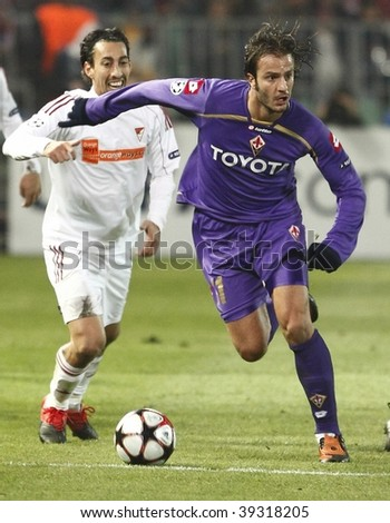 BUDAPEST -OCTOBER 20: Debrecen vs Fiorentina, UEFA Champions League football game. Gilardino (FIO) with the ball and Leandro (DEB) behind him on October 20, 2009 in Budapest, Hungary.
