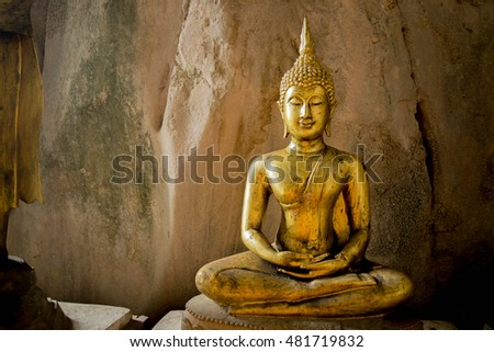 Buddha statues in cave .