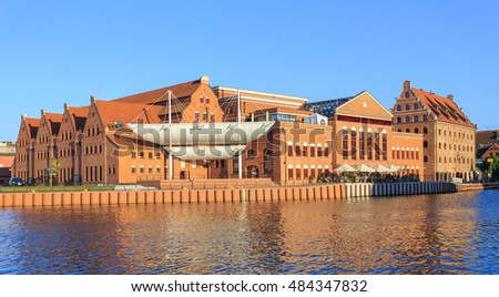 Building of Baltic Philharmonic & Granaries Island at the Mot?awa River in Gdansk