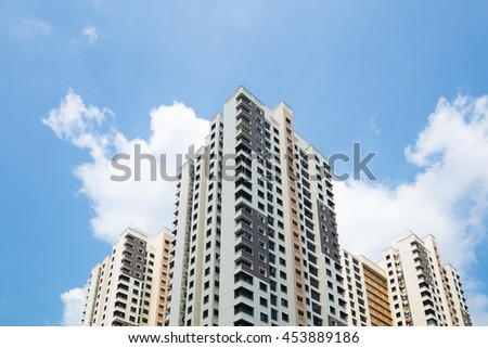 Buildings and high-rise buildings in Singapore. There is a large building and a lot of property in the country.