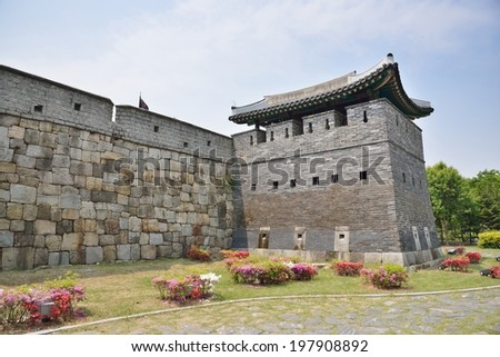 Bukdong-GunTower sits between Janganmun and Hwahongmun. This tower controls the North-East outskirts of the Fortress, and protects Hwahongmun. It was completed on September 23, 1794.
