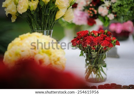 bunch of beautiful red roses
