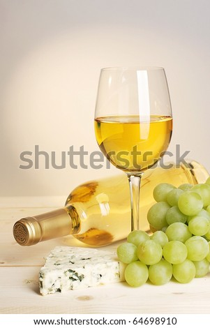 bunch of grapes and bottle of white vine and glass
