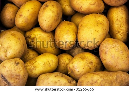 Bunch ofpotatoes at the farmers market