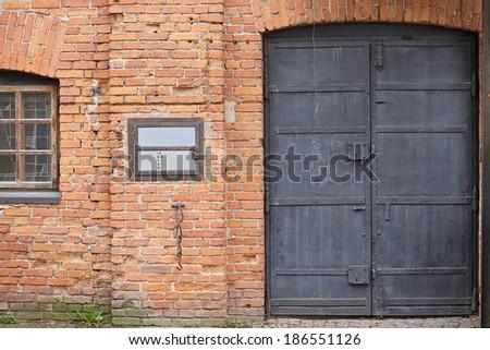 Business hours and closed metal door - stock photo