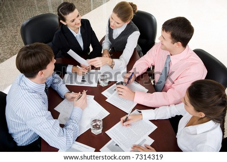 Businesspeople gathered around the table for a meeting, brainstorming