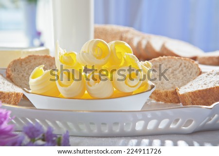Butter and bread lying on the plate