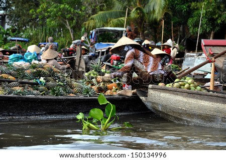 CAI RANG - FEB 17: Unidentified fruit sellers at the Floating Market. With hundreds of boats, Cai Rang is the biggest floating market in the Mekong Delta. On Feb. 17, 2013, in Can Tho, Vietnam