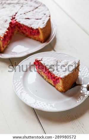 cake with red currant and vanilla creme