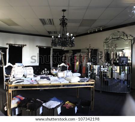 CALABASAS   MAY 27: Dash Store On May 27, 2012 In Calabasas, California