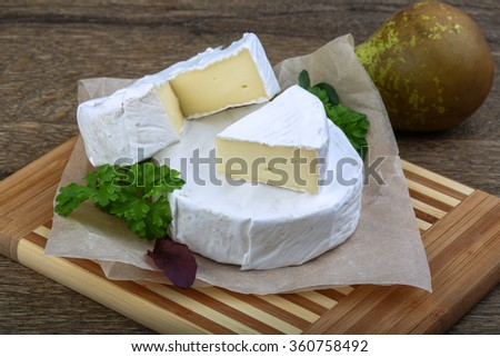 Camembert cheese with parsley and salad leaves