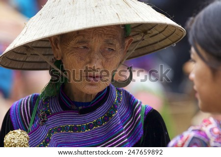CAN CAU, VIETNAM - OCTOBER 24: Unidentified woman of the Flower H'mong People at the market on October 24, 2014 in Can Cau, Vietnam. H'Mong are the 8th largest ethnic group in Vietnam - stock photo