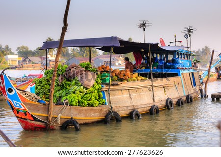 CAN THO, VIETNAM - FEBRUARY 5, 2015: Unidentified Vietnamese in Cai Rang Floating Market, Can Tho, Vietnam's southern province