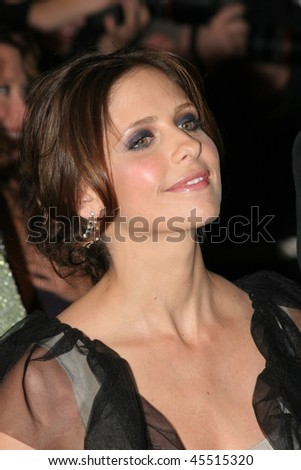 CANNES, FRANCE - MAY 21:  Sarah Michelle Gellar  attends the 'Southland Tales' premiere at the Palais during the 59th International Cannes Film Festival May 21, 2006 in Cannes, France