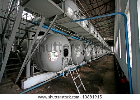 Capacities for storage of wine in manufacture