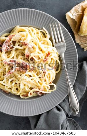 carbonara pasta spaghetti pancetta egg hard stock foto 1043467585 shutterstock. Black Bedroom Furniture Sets. Home Design Ideas