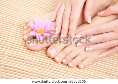 chăm sóc cho đôi chân người phụ nữ xinh đẹp