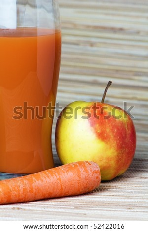 Carrots, apple and juice