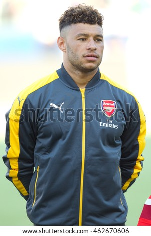 CARSON, CA - JULY 31: Arsenal M Alex Oxlade-Chamberlain #15 during the friendly soccer game between Chivas Guadalajara and Arsenal on July 31st 2016 at the StubHub Center.