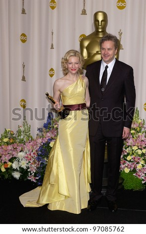 CATE BLANCHETT & TIM ROBBINS at the 77th Annual Academy Awards at the Kodak Theatre, Hollywood, CA February 27, 2005; Los Angeles, CA.  Paul Smith / Featureflash