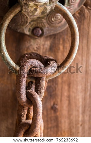 Chains with rust