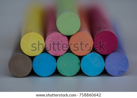 chalk to draw with white wood background