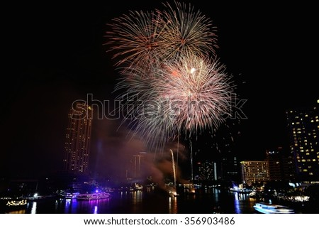 Chao Phraya River with fireworks light up the sky / Fireworks light up the sky