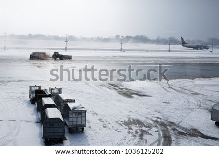 Charleroi, Belgium. 26th February 2018. Airplanes on the runway are covered by snow during a snowfall at the Brussels South Charleroi Airport.