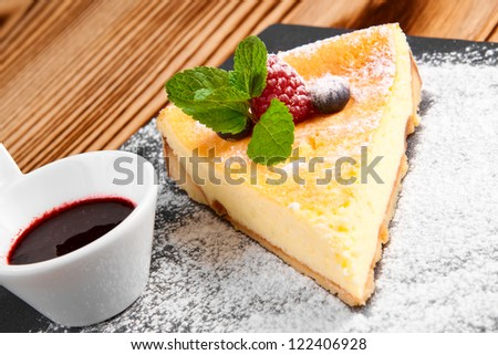 Cheesecake with Berries Sauce and Green Mint