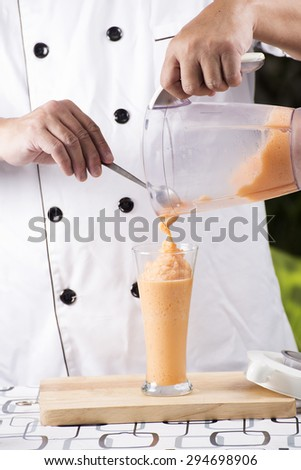 Chef pouring Thai Tea smoothie to the glass