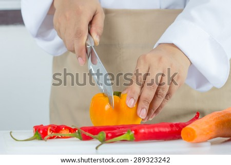 chef slicing chili peper for cooking