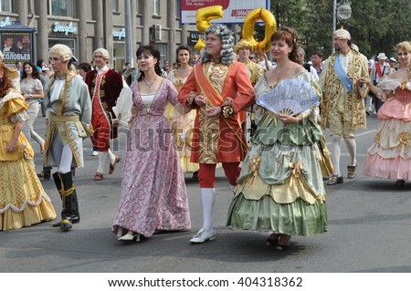 CHELYABINSK,RUSSIA - SEPTEMBER 3,2011: carnival procession of people in clothing of the 18th century in honour of the city of Chelyabinsk on the main street of the city