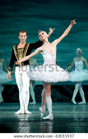 CHENGDU, CHINA - DEC 24: Swan Lake ballet is performed by Russian royal ballet at Jinsha theater December 24, 2008 in Chengdu, China.