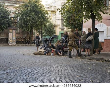 "CHERNIVTSI, UKRAINE - AUG 29, 2014: People working during shooting  the film ""According to the laws of war"". Location filming - st.""Ukrainian"" turn on st. ""Chelyuskintsev"" in Chernivtsi - stock photo"