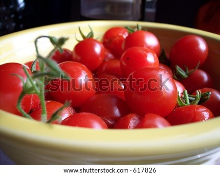 Cherry tomatoes in bowl
