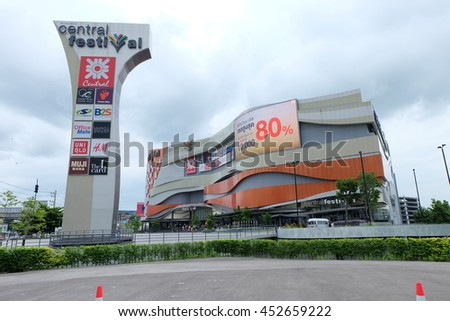 Chiang Mai,/ Thailand-July 2, 2016: [The biggest shopping mall in Chiang Mai, Central Festival in the rainy day]