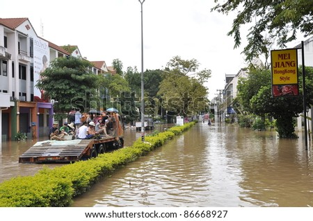 CHIANG MAI THAILAND - SEPTEMBER 29 : Flooding in Chiangmai city.Flooding of buildings near the Ping River on September 29,2011 in Chiangmai, Thailand - stock photo