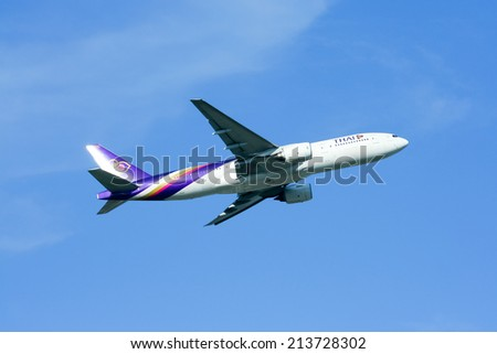 CHIANGMAI, THAILAND- MAY  22 2009 :Boeing 777-200 HS-TJF of Thaiairway. Take off from Chiangmai airport to Bangkok Suvarnabhumi, thailand.