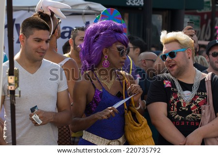 CHICAGO, ILLINOIS- AUGUST 9, 2014: Chicagoans, musicians, and tourists attend the Chicago Market Days. - stock photo