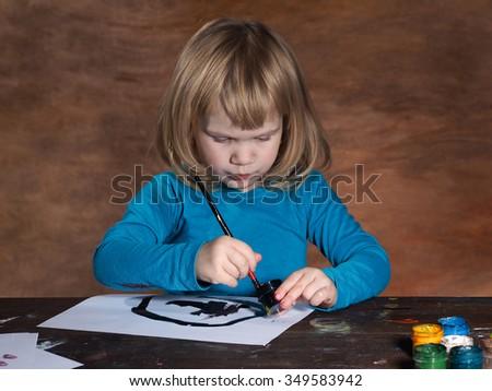 Почему ребенок рисует чёрным цветом