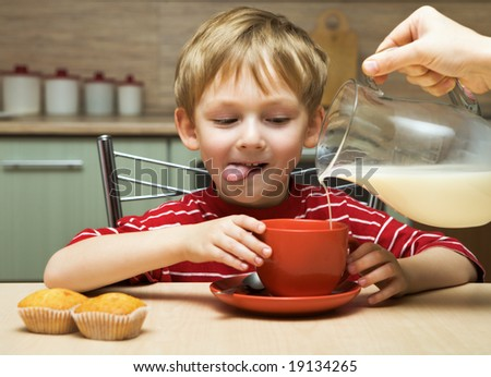 Child drinks tea with milk - stock photo