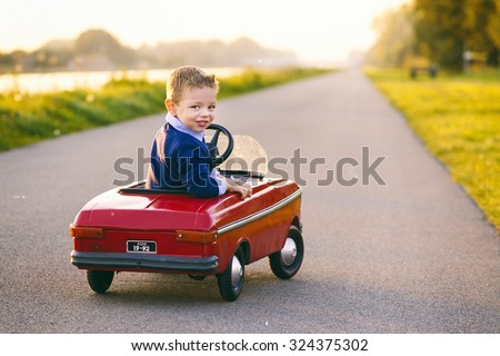 child learns to drive the car