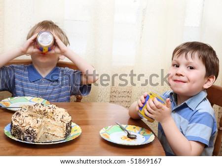 Children eating cake - stock photo