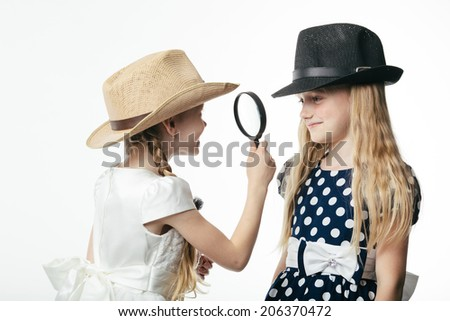 children learn each other through a magnifying glass