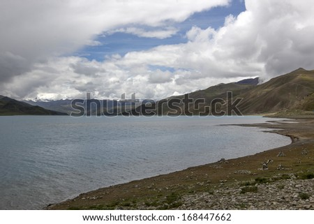 China Tibet Yangzhuoyongcuo, lakes and snow-capped mountains