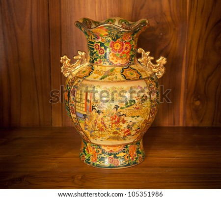 Chine vase gold on the wood