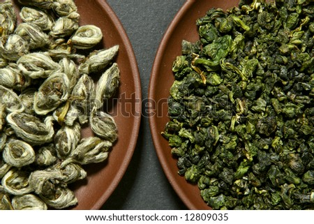 Chinese green teas on clay plates