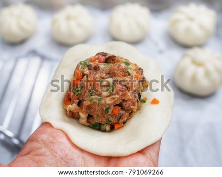 Chinese steamed vegetables, pork and egg bun recipe.